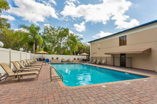 best-western-fort-lauderdale-airport-cruise-port-pool-500x350
