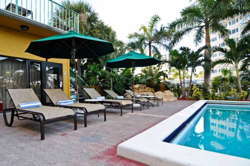 best-western-plus-oceanside-inn-pool-deck-2