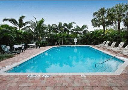 comfort-suites-fort-lauderdale-airport-cruise-port-hotel-pool-2