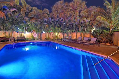 comfort-suites-fort-lauderdale-airport-cruise-port-hotel-pool