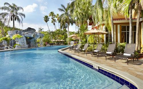 embassy-suites-hotel-ft-lauderdale-17-street-pool-2