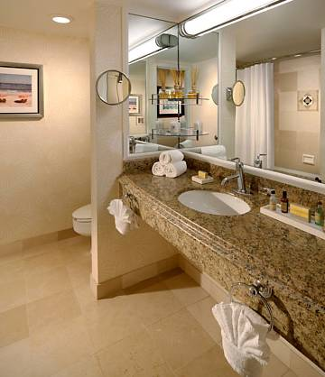 fort-lauderdale-marriott-harbor-beach-resort-spa-bath-room