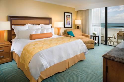 fort-lauderdale-marriott-harbor-beach-resort-spa-oceanfront-bedroom1