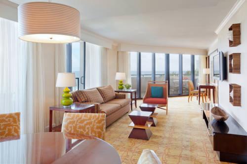 fort-lauderdale-marriott-harbor-beach-resort-spa-suite1