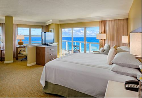 fort-lauderdale-marriott-pompano-beach-resort-spa-bed-room