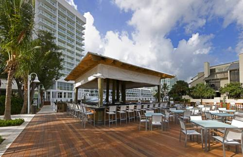 hilton-fort-lauderdale-marina-waterfront-bar-grill