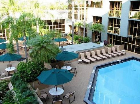 holiday-inn-sawgrass-mills-grand-pool