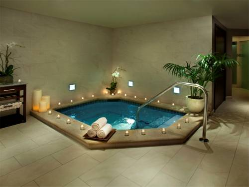 westin-beach-resort-fort-lauderdale-beach-jacuzzi-whirlpool
